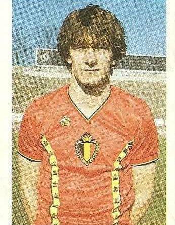 Eurocopa 1984. Czerniatynski (Bélgica) Editorial Fans Colección.