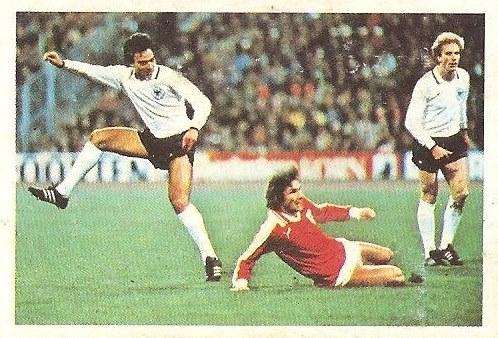Liga 80-81. Hansi Muller (Alemania Federal) Futbolistas en Acción Nº 33. Ediciones Este.