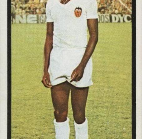 Campeonato de Liga 1973-74. Salif Keita (Valencia CF). Editorial Ruiz Romero. 📸 José Hernández Madrid