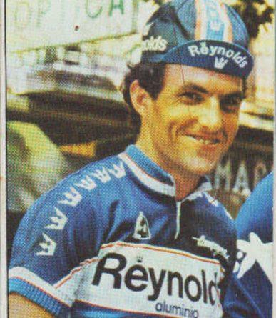 """Vuelta ciclista Nº21 Angel Arroyo (Reynolds). Editorial J. Merchante. 📸: Grupo de Facebook """"Nuestros álbumes de cromos""""."""