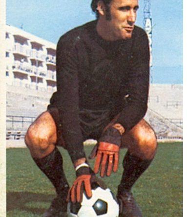 Liga 74-75. Esteban (Elche C.F.). Ediciones Este. 📸: Toni Izaro.