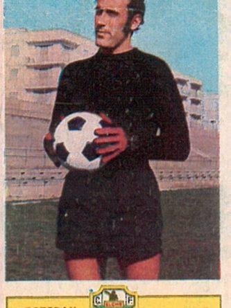 Liga 73-74. Estebán (Elche C.F.). Ediciones Este. 📸: Toni Izaro.