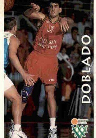 Baloncesto Liga 96-97. Benito Doblado (C.D. Baloncesto Sevilla - Caja San Fernando). Editorial Mundicromo. 📸: Jesús López Gil.