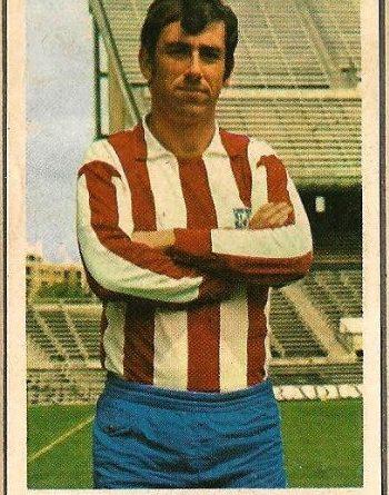 Liga 70-71. Adelardo (Atlético de Madrid). Editorial Ruiz Romero. 📸: Francisco García.