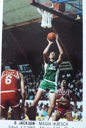 Baloncesto 1988. Brian Jackson (Magía Huesca). Ediciones J. Merchante. 📸: Arturo Paez.